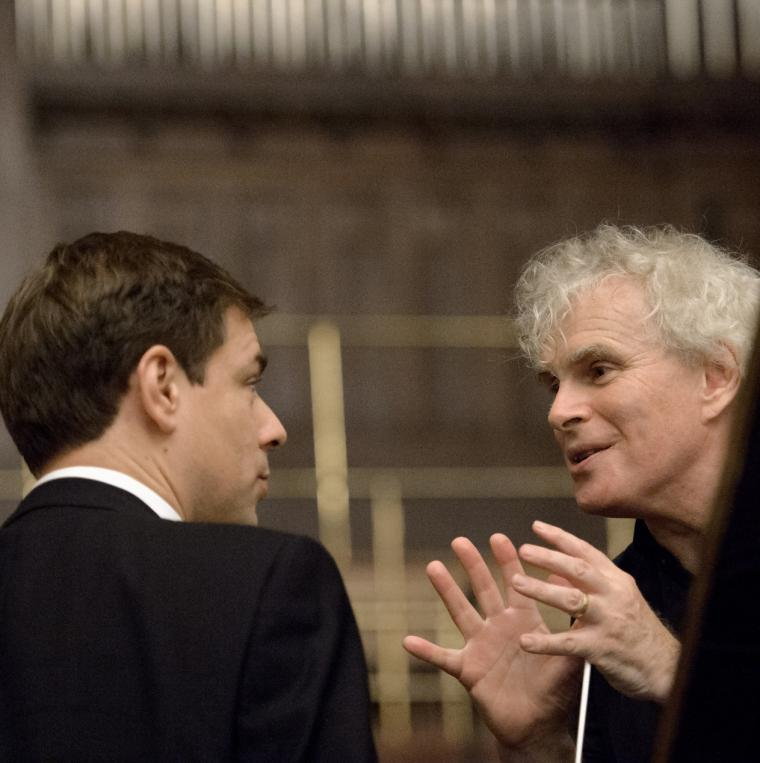 Backstage mit Sir Simon Rattle